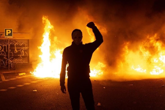 mas-de-20-detenidos-en-catalunya-durante-los-disturbios-del-miercoles,511548,1